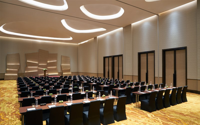The Siam Grand Ballroom can be divided into two independent spaces with soundproof partitions. It includes an additional 158-sqm pre-function area for guest registration, coffee breaks and more.